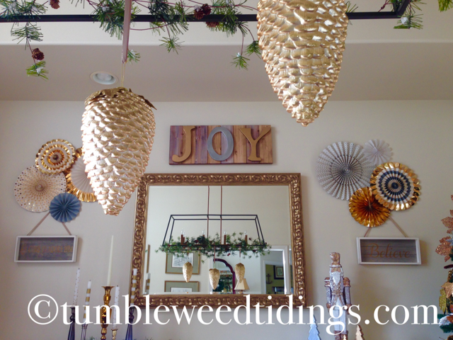 Metallic Holiday Dining Room…